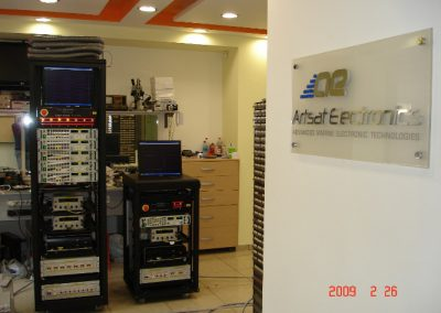 Φορτιστές μπαταριών των τορπιλών SUT – SST4 – MK37 κατά την διαδικασία κατασκευής  τους στα εργαστήρια της εταιρείας μας.