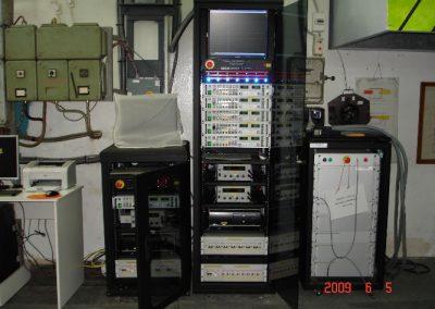 Φορτιστές μπαταριών των τορπιλών SUT – SST4 – MK37 μετά την διαδικασία εγκατάστασης τους και κατά την διάρκεια φορτίσεων μπαταριών των τορπιλών στα αρμόδια συνεργεία του  Πολεμικού Ναυτικού.