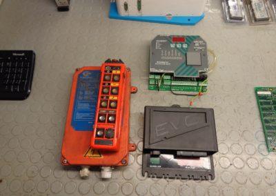Ηλεκτρονική μονάδα EVC μηχανής VOLVO PENTA κατά την διαδικασία επισκευής της.