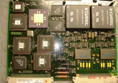 Ηλεκτρονική πλακέτα RADAR αέρος LW08 του Πολεμικού  Ναυτικού κατά την διαδικασία επισκευής της.