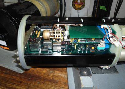 Ηλεκτρονική μονάδα CCU υποβρυχίου οχήματος καταστροφής ναρκών του Πολεμικού  Ναυτικού κατά την διαδικασία επισκευής της.